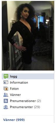 bild på ung kvinna i urringad klänning i lägenhet
