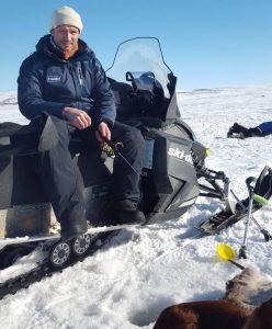 Isfiske på krykker