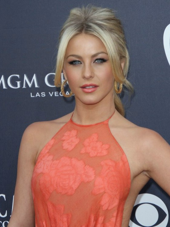 Julianne Hough Hair Fastened Into A Conventional Ponytail