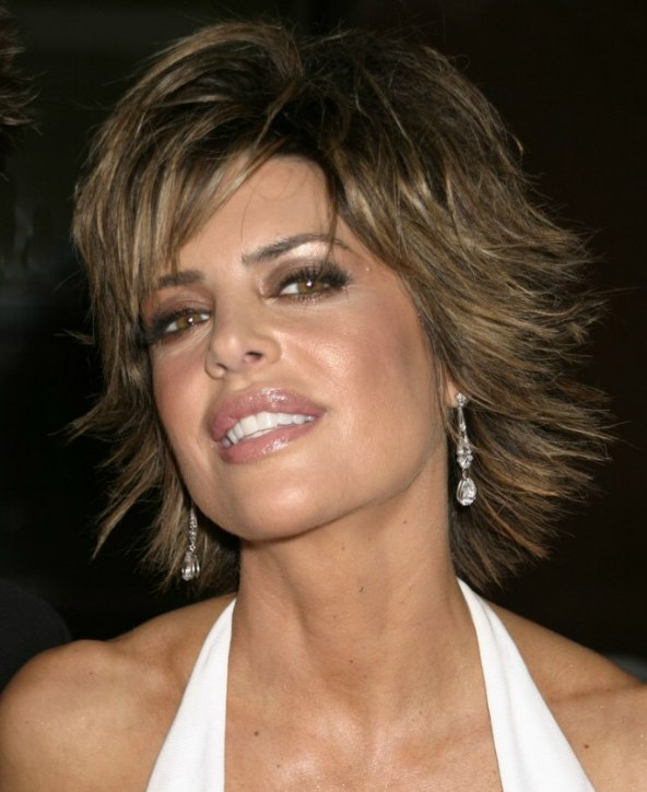 Lisa Rinna Short Chopped Haircut With The Ends Pointing