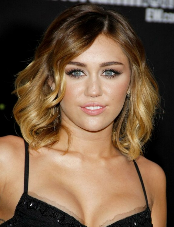 Miley Cyrus With Two Tone Blonde Shoulder Length Hair