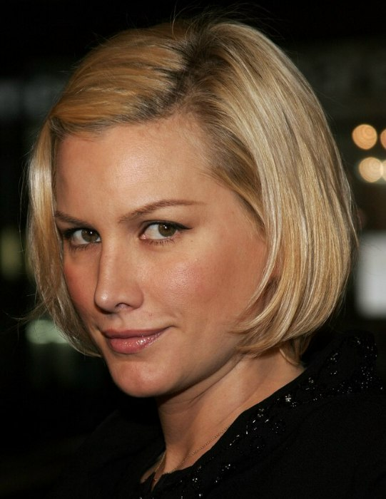 Alice Evans Wearing Her Hair In A Dutch Girl Or Bob