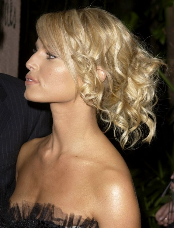 Jessica Simpson Loose Curly Up Style With The Hair In A
