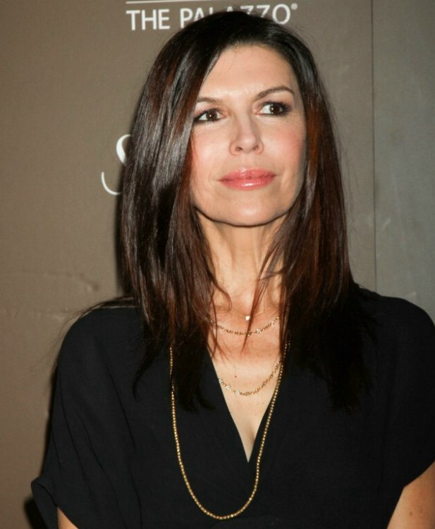 Finola Hughes Easy And Trendy Long Hairstyle With Layers