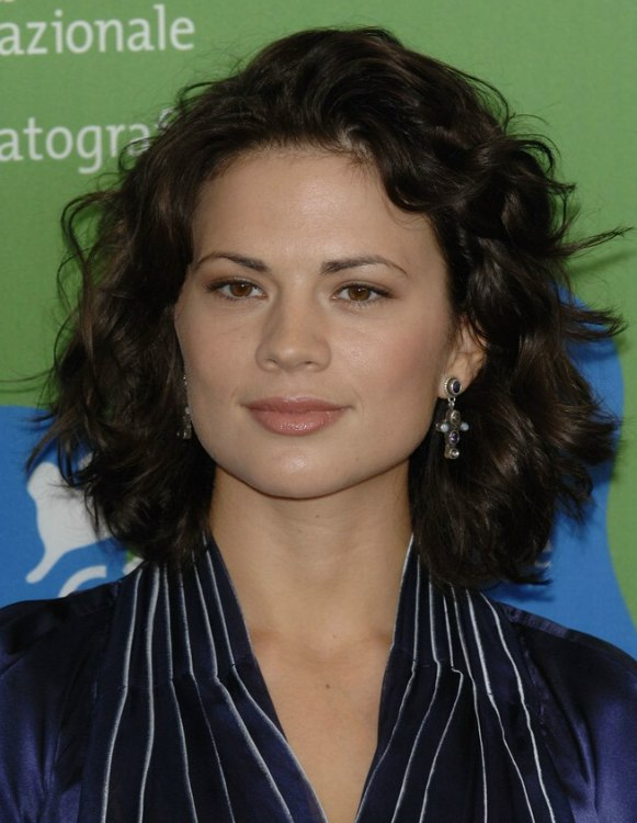 Hayley Atwell Haistyle For An Angular Face Shape With