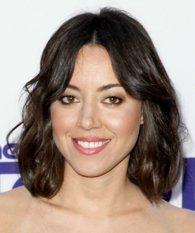 aubrey plaza | right above the shoulders hairstyle with a