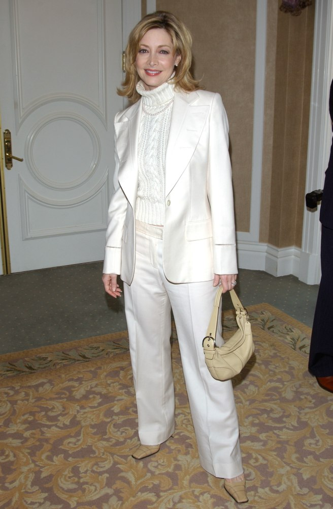 Sharon Lawrence Middle Length Hairstyle For 50 Or