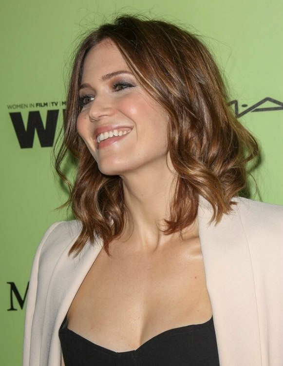 Mandy Moore Long Curly Bob With The Hair Cut At The