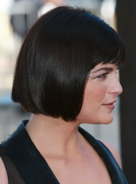 Selma Blair Bob Hairstyle With A Slight Angle And Short