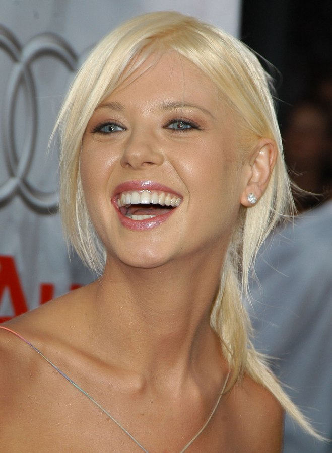 Tara Reid Wearing Her Hair Partly Pulled Back Into A Ponytail