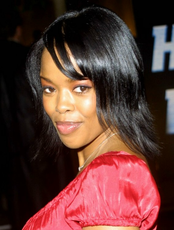 Malinda Williams Wearing Her Hair In A Shag Cut And Super