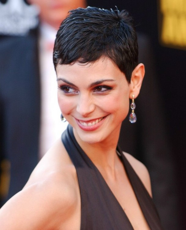 Morena Baccarins Practical And Very Short Haircut For