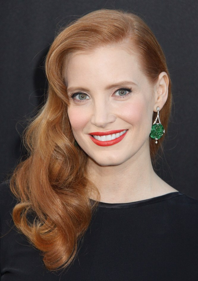 Jessica Chastain Wearing Her Hair With Curls And Styled