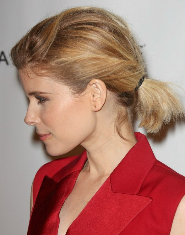 Kate Mara Wearing Her Medium Length Hair In A Tousled Ponytail