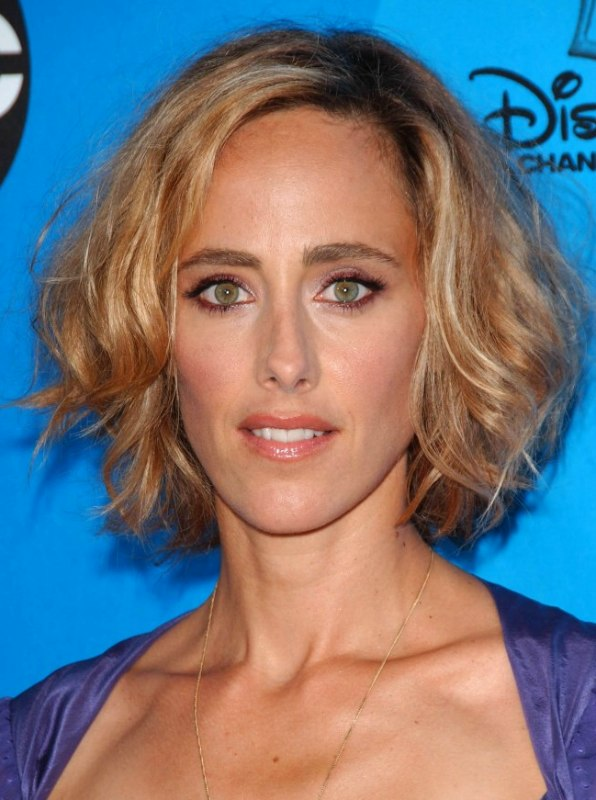 Kim Raver Layered Bob Hairstyle For An Oblong Shaped Face