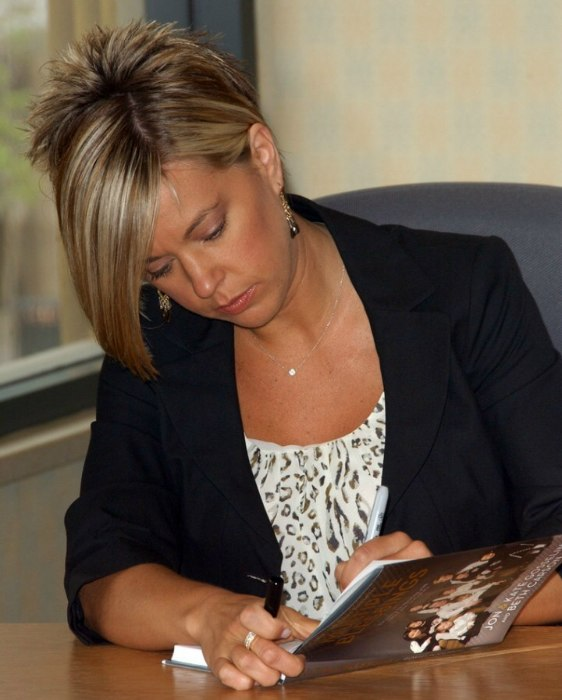 Kate Gosselins Short Hairstyle A Cross Between A Reverse
