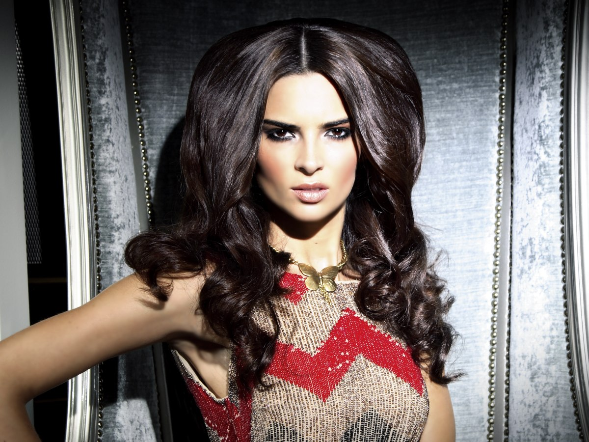 Glamorous Hairstyle With Long Curls And A Partition In The