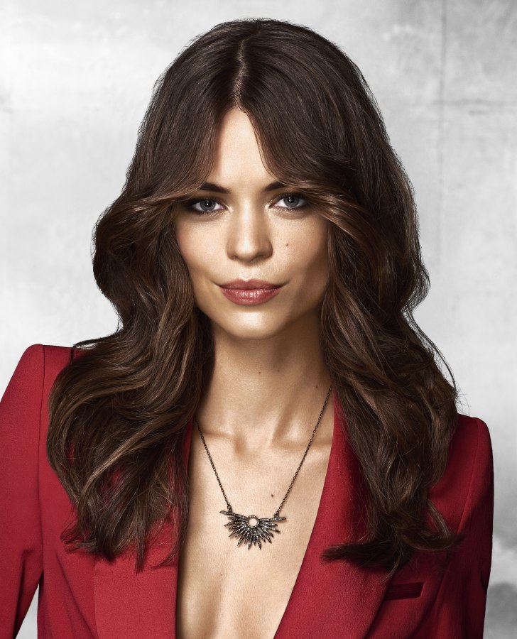 Sophisticated Long Hairstyle With Layers That Frame The Face