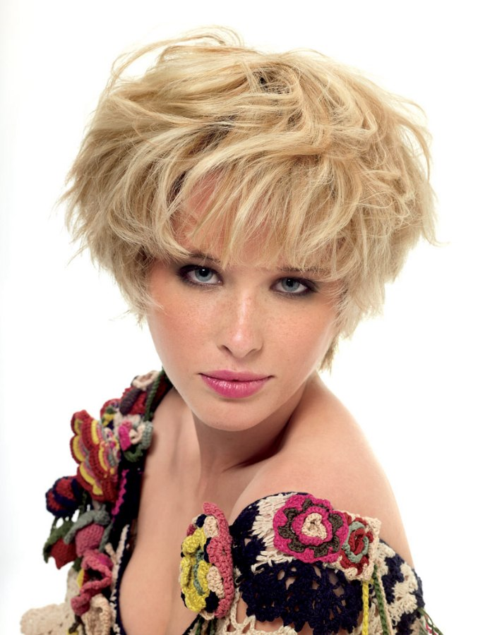 Short Blonde Mop Top Hairstyle For A Narrow Face