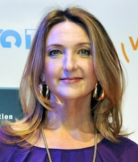 Victoria Derbyshire announces the end of her chemotherapy hair loss