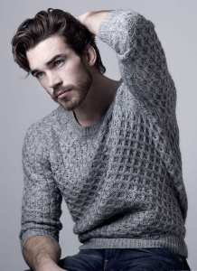 medium hair length for men with sweater look