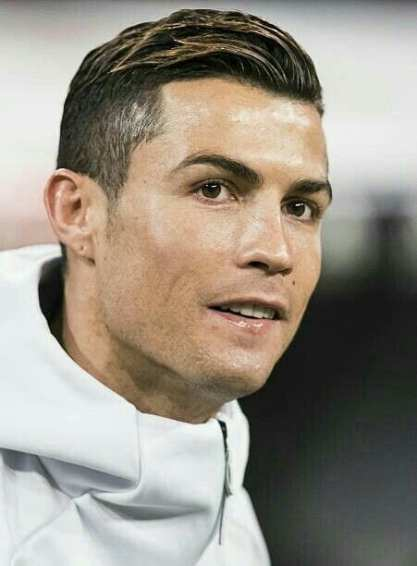 Hairstyle Looks By Cristiano Ronaldo Men S Hairstyles 2020