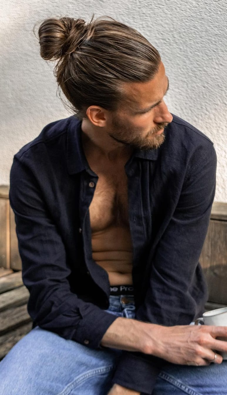 Stylish Ponytail Hairstyle For Men!