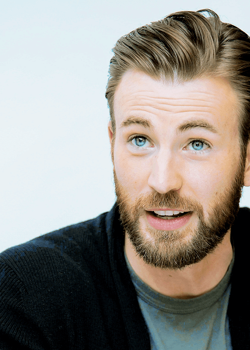 chris evans sporting verdi hairstyle