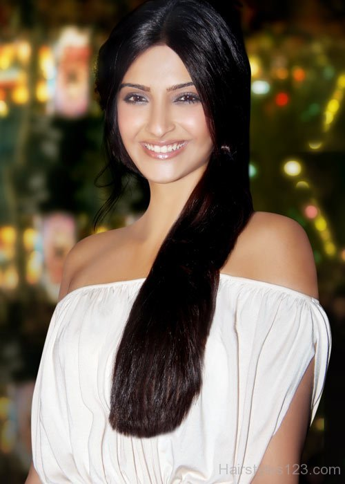 Sonam Kapoor Beautiful Long Hair