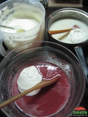 Tort cu capsuni si crema de lapte