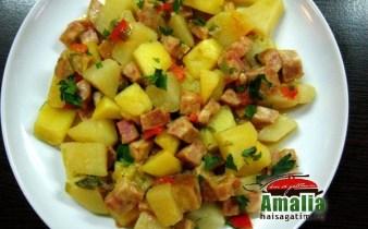 Mancare de cartofi cu legume si salam vegetal