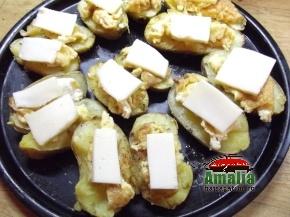 Cartofi copti cu ou si branza  2