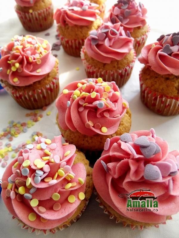 Cupcake cu crema de zmeur si unt 9