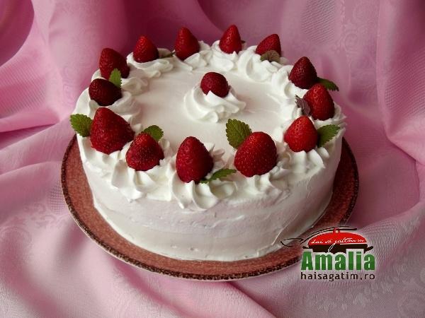 Tortul mamei cu căpșuni și cremă de unt