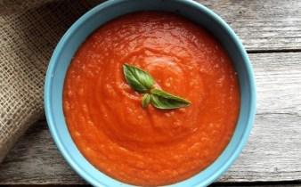 supa-crema-de-rosii-cu-paine-1
