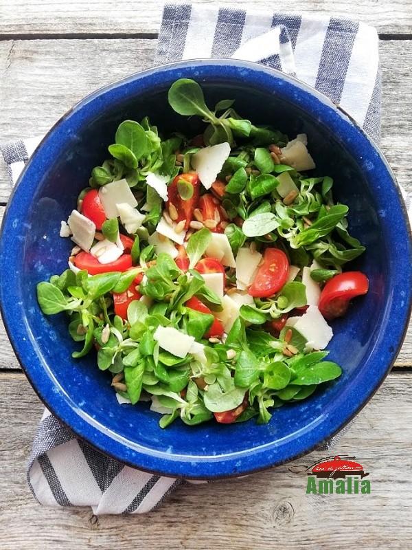 salata-cu-valeriana-rosii-si-branza-amalia-1
