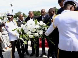 Haïti - 216e anniversaire : Offrande florale du Président Moïse à Toussaint Louverture