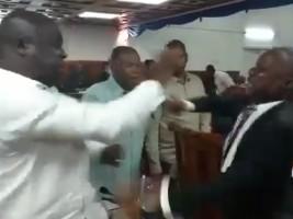 Haïti - Politique : L'opposition minoritaire, force le Sénat à reporter la séance de ratification du PM