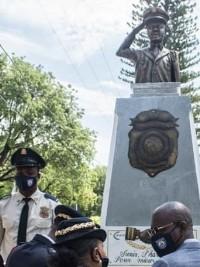 iciHaïti - PNH : Une statue en hommage aux policiers
