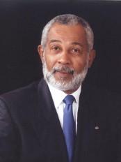 Haïti - Littérature : Daniel Supplice rend hommage à l'écrivain de la diaspora, Gary Klang