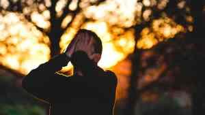 Lee más sobre el artículo Fobia social, ¿qué es?, síntomas, tratamiento y 7 recomendaciones