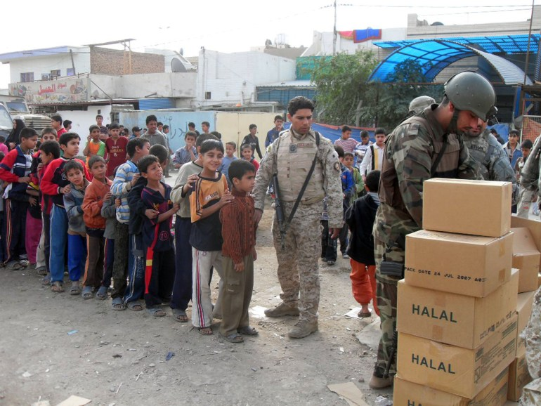Regulars, Iraqi Army distribute meals to needy families in Sadr City