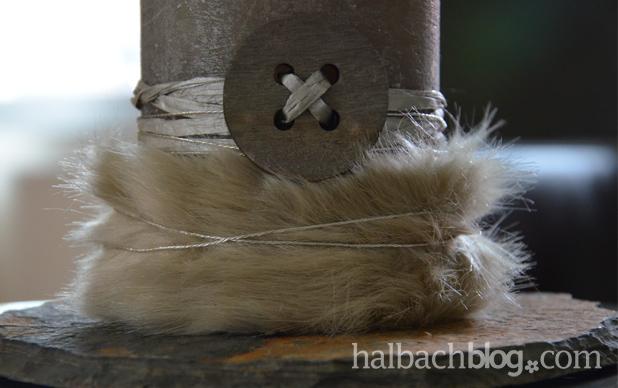 DIY-Idee halbachblog: Herbstlicher Kerzenschmuck mit Fell und Bändern