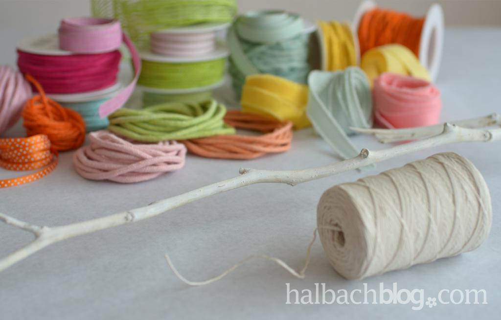 DIY-Idee halbachblog: Wandbehang weben mit bunten Bändern, Material