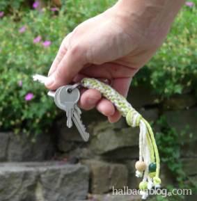 DIY-Idee halbachblog: lässiger Schlüsselanhänger aus matter Polyesterkordel in Baumwolloptik
