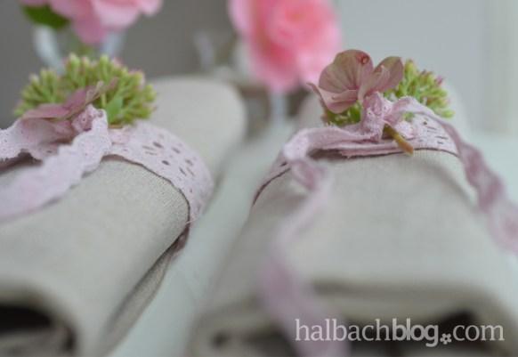 DIY halbachblog: Servietten-Banderolen zum Zubinden aus romantischer Baumwoll-Spitze und Bändern mit Lochstickerei