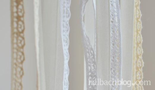 DIY-Idee halbachblog: Traumfänger basteln mit Herz aus Kordel, Spitze und Bändern in Natur und Weiß