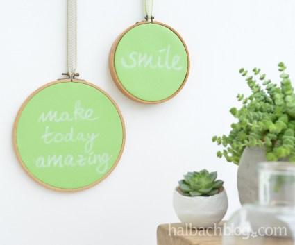 DIY-Idee halbachblog: Tafelstoff in Grün im alten Stickrahmen als Memoboard und für nette Botschaften