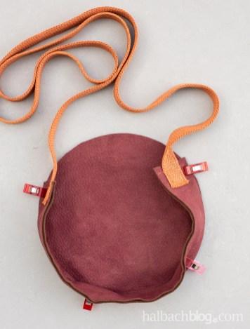 Halbachblog I DIY Anleitung: runde Tasche nähen aus Velours-Stoff und Papier-Strickschlauch