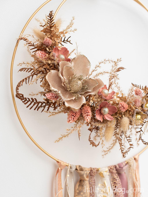 Halbachblog I Dekoring gestalten mit Bändern und Blüten I floral hoop I Trockenblumen, Textilblumen